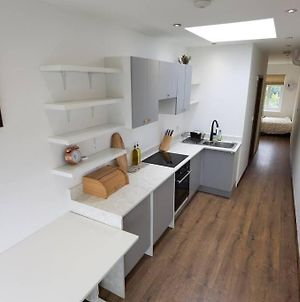 Newly Renovated Flat With Private Entrance. London photos Exterior