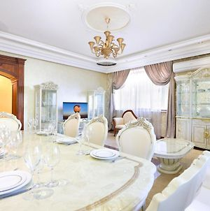 Luxury 3 Bedrooms Apt. With A Terrace, Building Of Mayrig Restaurant, Center Of Yerevan photos Exterior