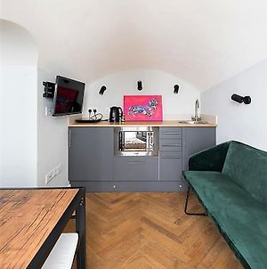 Newly Refurbished Flat With Patio. By Hyde Park photos Exterior