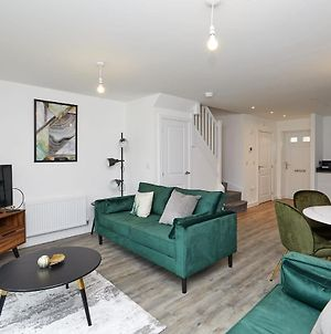 Beautiful Brand New 3 Bedroom City Centre House With Garden photos Exterior