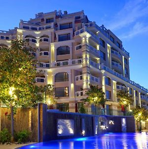 Luxurious And Panoramic Apartment At The Beach In La Mer Complex photos Exterior