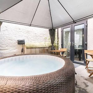 Luxury Hot Tub Apartment + 3 Double Bedrooms And Pool Table photos Exterior