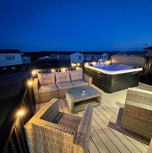 Eagles View - Luxury Hot Tub Lodge With Free Golf For Guests photos Exterior