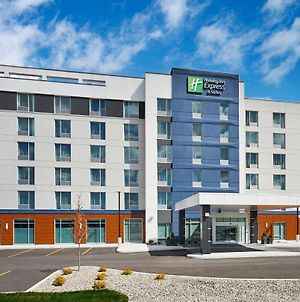 Holiday Inn Express & Sts Windsor East - Lakeshore photos Exterior