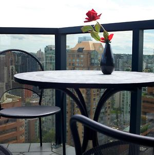 Air Conditioned Five Star Apartment At Vancouver Wall Center Complex photos Exterior