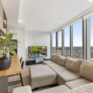 Gorgeous High-Rise Unit With Sky Bar, Pool And Gym photos Exterior