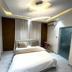 Luxurious One Bed Flat Airport Residential Area photos Exterior