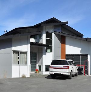 Private Pool! 4 Bedroom + Loft Family Home In Upper Mission photos Exterior