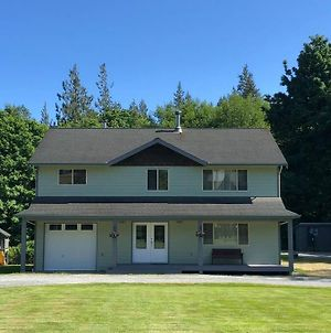 Spacious 4 Bedroom Country Home In Sooke photos Exterior