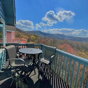 Charming Gatlinburg Chalet With Pool Access And Private Hot Tub! Mountain Views! Cabin photos Exterior