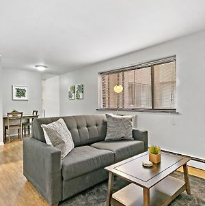Stunning Solo/Couple 1Br Center Of Lakeview Wifi photos Exterior