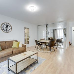 Chic And Spacious Apart With Parking photos Exterior