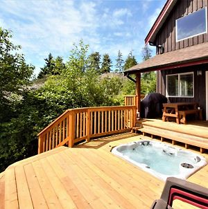 Beautiful Waterfront Cabin With Hot Tub! photos Exterior
