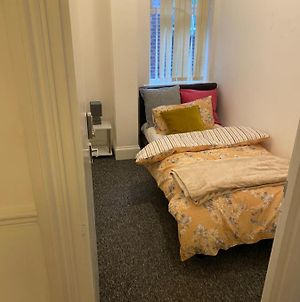 Tiny Room For Solo Traveller With Single Bed Close To Luton Airport And Town photos Exterior