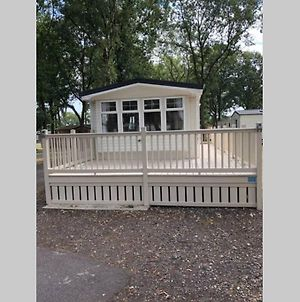 Modern Static Holiday Home Only 7 Miles From York Sleeps 6 photos Exterior