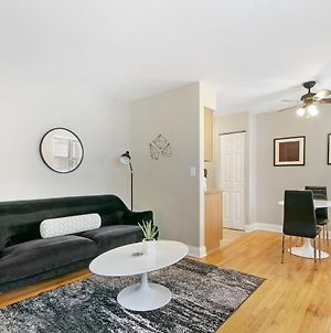 Studio In The Heart Of Lakeview Bustling Location photos Exterior