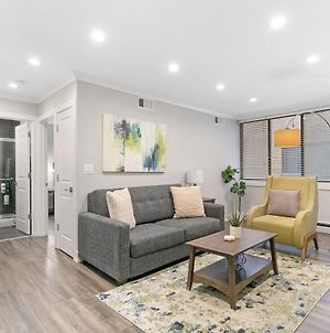 Modern & Stylish 1Br Apt In The Center Of Lakeview photos Exterior