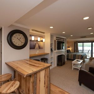 103A - Lakefront Efficiency Style Condo, Beautifully Decorated With Balcony! photos Exterior