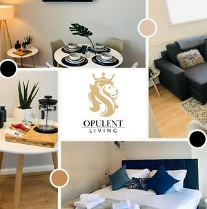 1 Bedroom City Apartment, Opulent Living Serviced Accommodation Cambridge, Free Parking photos Exterior