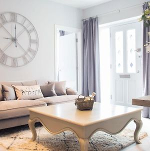 Modern Apartments In Stratford Upon Avon With Parking Wifi And Netflix photos Exterior