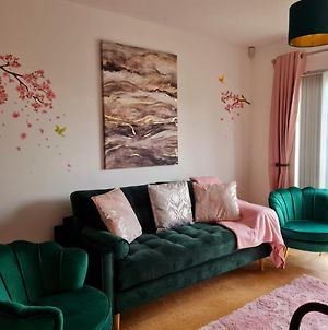 Emerald Blossom-Central Warrington, Luxurious Yet Homely, Wifi, Secure Parking photos Exterior