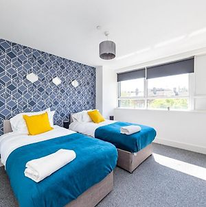 Modern Contractor Flat With Free Parking In A Great Location By Comfyworkers photos Exterior