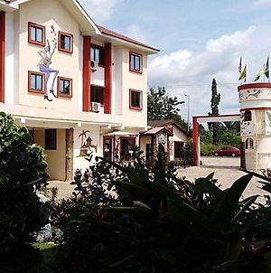 Room In Apartment - Hotel In The City Of Koforidua photos Exterior