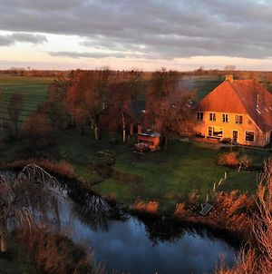 Ravishing Holiday Home In Giethoorn With Hot Tub Near Lake photos Exterior