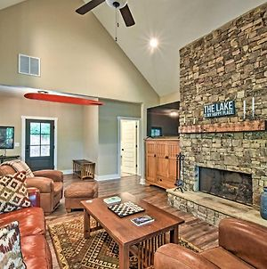 Lake Lanier Home With Game Room And Private Dock! photos Exterior