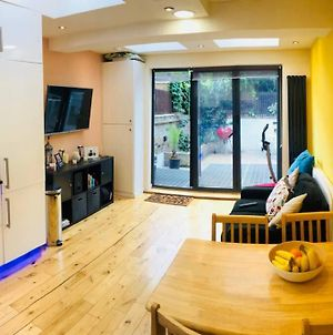 Fabulous 2 Bed Flat Next To Westfield photos Exterior