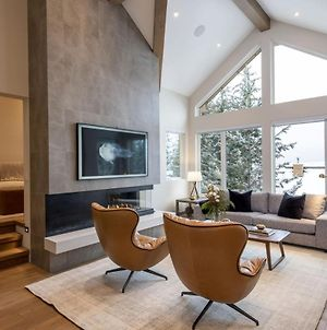 Fully Renovated Luxury Ski In Ski Out Townhome With Private Hot Tub photos Exterior