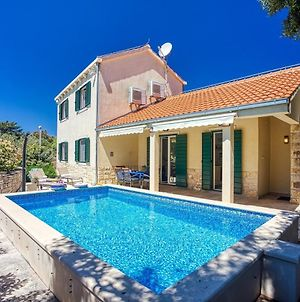 New! Villa San With Heated Pool, Traditional Surroundings, 3-Bedrooms photos Exterior