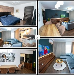 Lovely Tomis Plus Deluxe Apartment With Private Parking photos Exterior