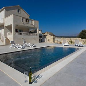 Awesome Home In Selca With Outdoor Swimming Pool And 2 Bedrooms photos Exterior