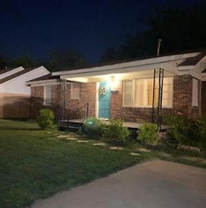 Spacious 5 Bed Western Home- Weekly Rates! 1 Mi To Fort Sill photos Exterior