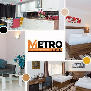 Perfect For Family, Groups & Contractor - 6 Bedroom House At Metro Serviced Apartments Langley Guest House - Book Today photos Exterior