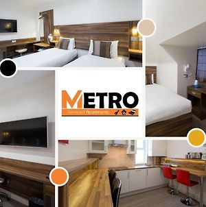 Heathrow-Windsor Serviced House By Metro Serviced Apartments ,Free Parking & Wifi photos Exterior