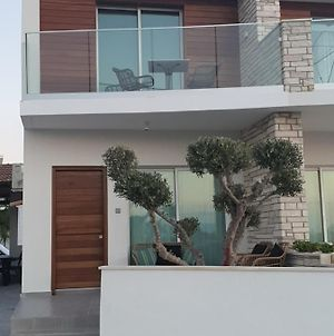 Melanos Fully Renovated Townhouse With Private Pool photos Exterior