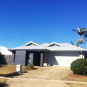 Modern 4Br House Close To Gladstone Airport photos Exterior