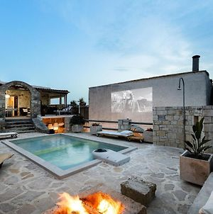 Antonia'S Stonebuilt Mansion With A Private Pool photos Exterior