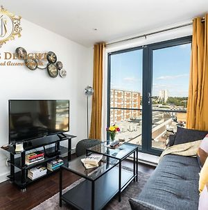 Stevenage - Dwellers Delight Luxury Stay Serviced Accommodation , 2 Bedroom Apartment, Free Wifi & Balcony photos Exterior