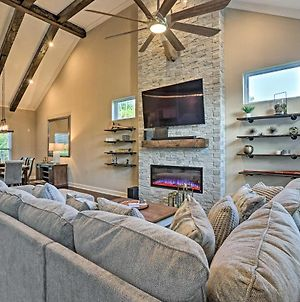 Spacious Family Home With Fire Pits, Large Yard photos Exterior