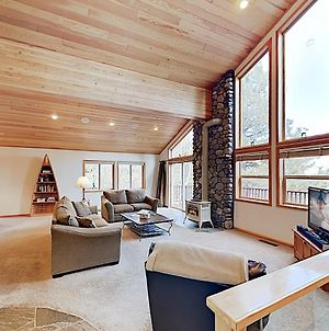 New Listing! Modern Tahoe Donner Getaway Home photos Exterior