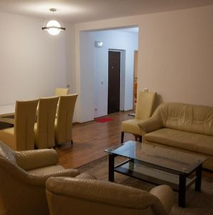 Large 2 Bedrooms Apartment Next To The Bus Station photos Exterior
