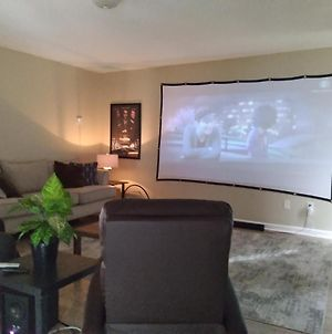 Home Theater, Arcade, Pool Table, Play Station 4, King Bed photos Exterior