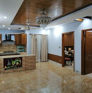 2 Beds 2 Baths With Lounge & Balcony - Townhouse - Homestay photos Exterior