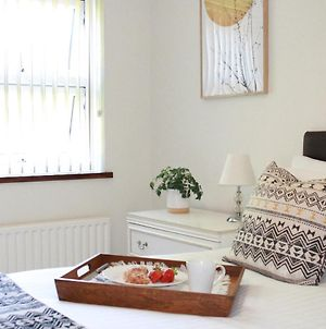 Chariotts - 1 Bedroom Town Centre Apartment, Up To 4 Guests, Free Parking photos Exterior