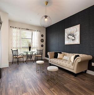 Opulent Uptown King Suite With Free Parking ,Wifi & Queen Air Mattress photos Exterior