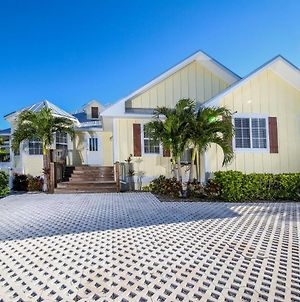 4 Bed 3 Bath Heated Pool & Spa Sonos Sound System Close To Beach, Shops And Restaurants photos Exterior