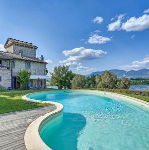 Enchanting Villa With Swimming Pool And Jacuzzi Overlooking The Lake photos Exterior